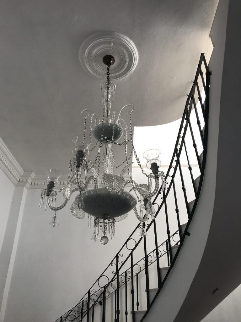 trappa och takkrona