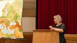 Frau Klepo bei ihrem Vortrag