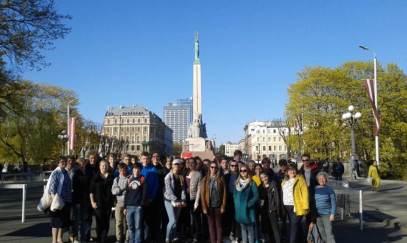 Am Freiheitsdenkmal in Riga