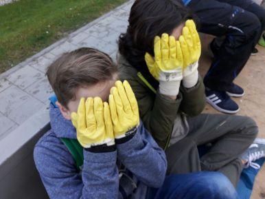 Noch sind die Handschuhe sauber