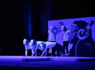 12 die Akrobatik Mädchen als lebende Kunstwerke