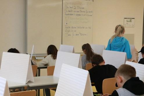 Schüler beim Wählen