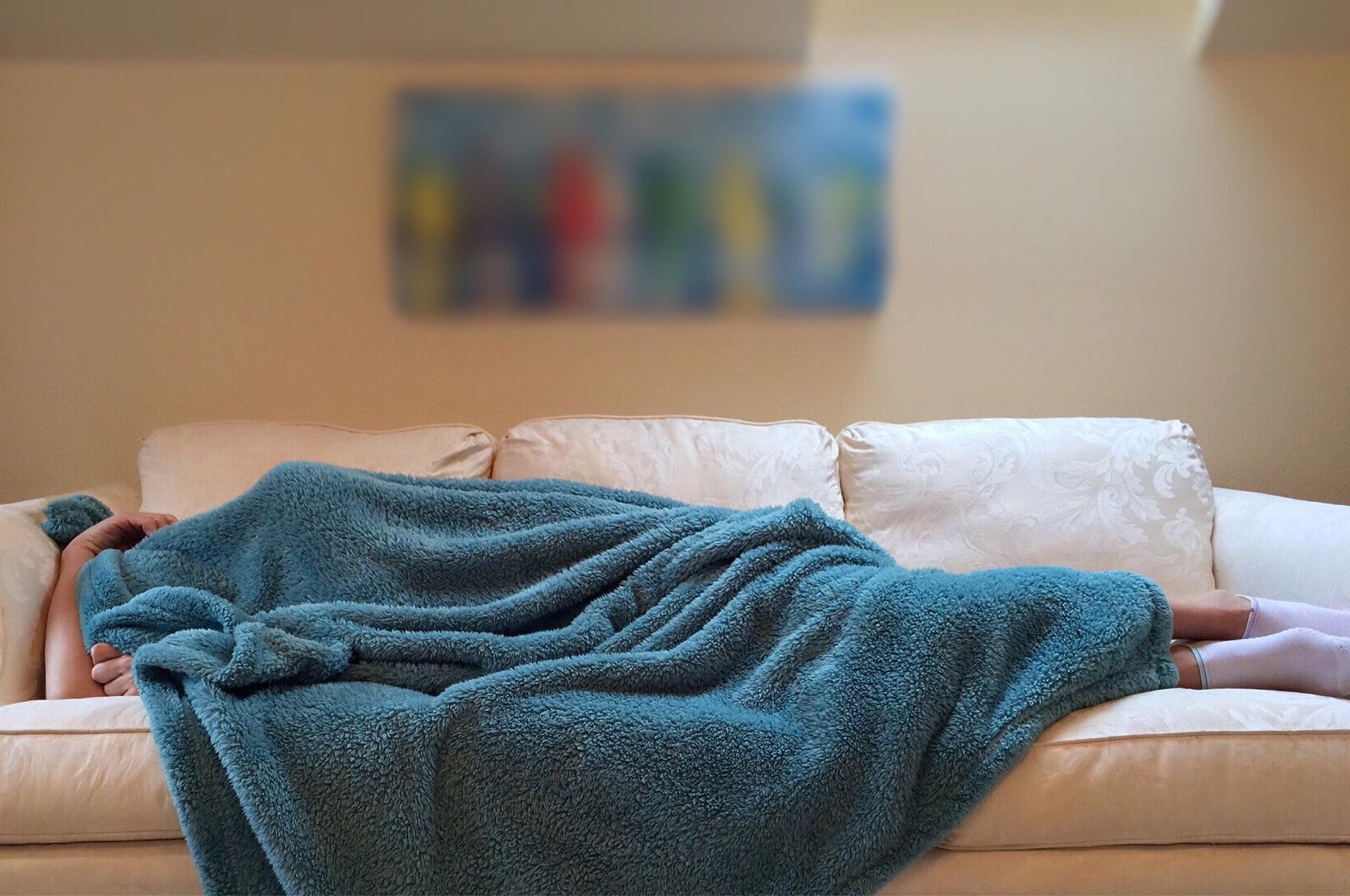 Ροχαλητό – Εξόριστη στον καναπέ