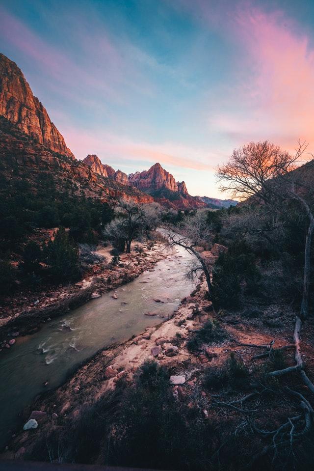 Τα βαθύτερα ποτάμια ρέουν σιωπηλά