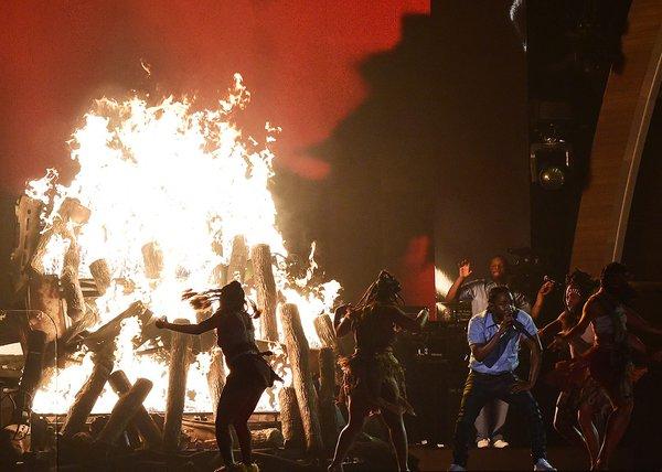 Kendrick Lamar performance on Grammy Awards 2016 00