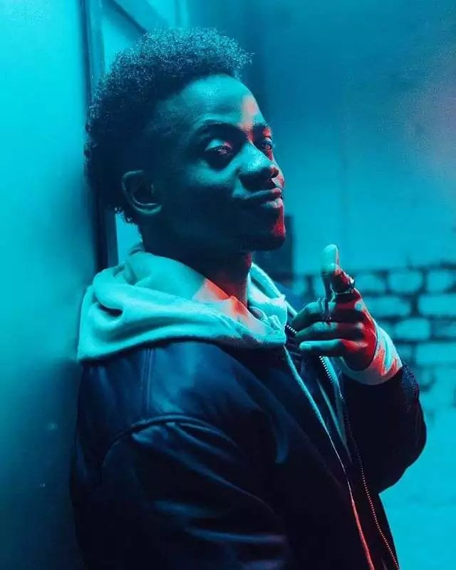 Korede-Bello-in-Do-like-that-video