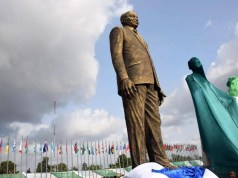 zuma statue 00