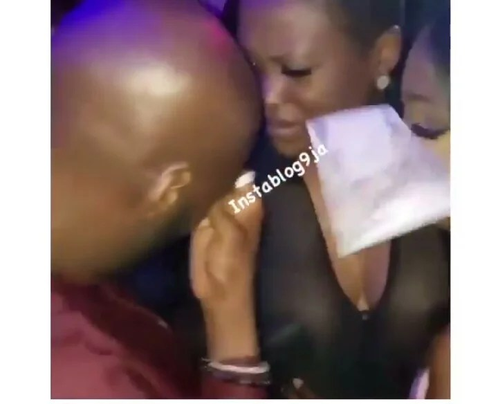 2face in tears as his wife Annie, and his babymama Pero ended their age-long rift 00