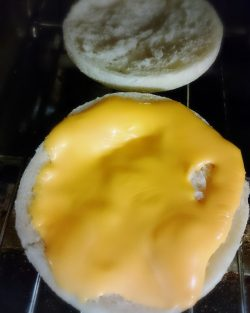 チーズをのせて焼く