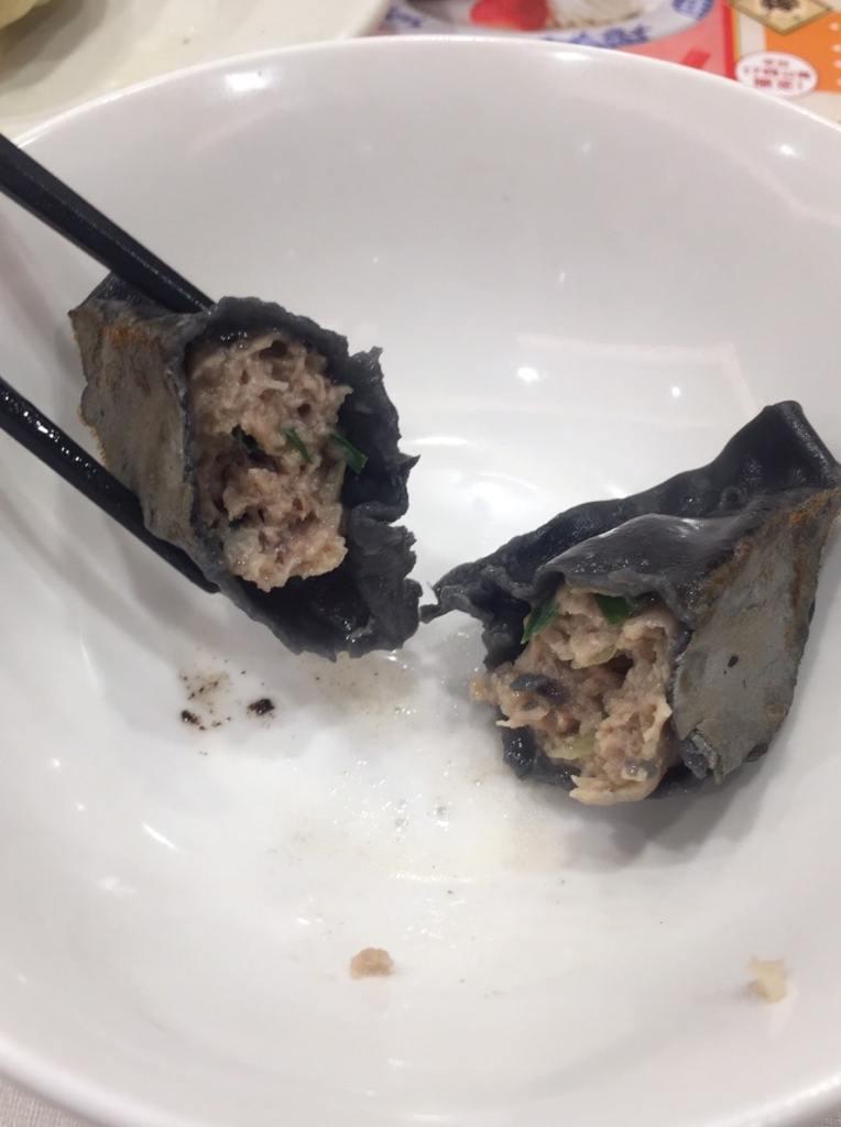 バーミヤン 粗挽き肉の黒餃子の中身2