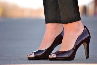 Aubergine_heels_tahari