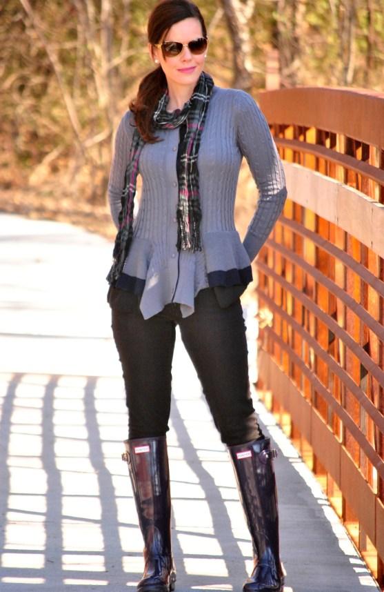Peplum-sweater-black-jeans-hunter-boots