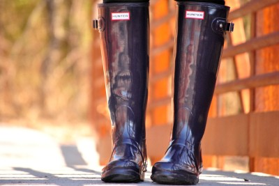 aubergine-hunter-boots-outfit