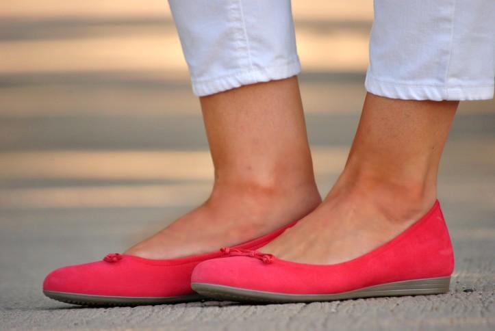 white-jeans-ecco-ballet-flats