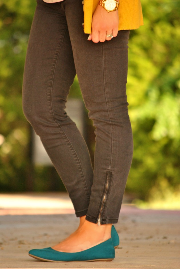 yellow-sweater-black-jeans