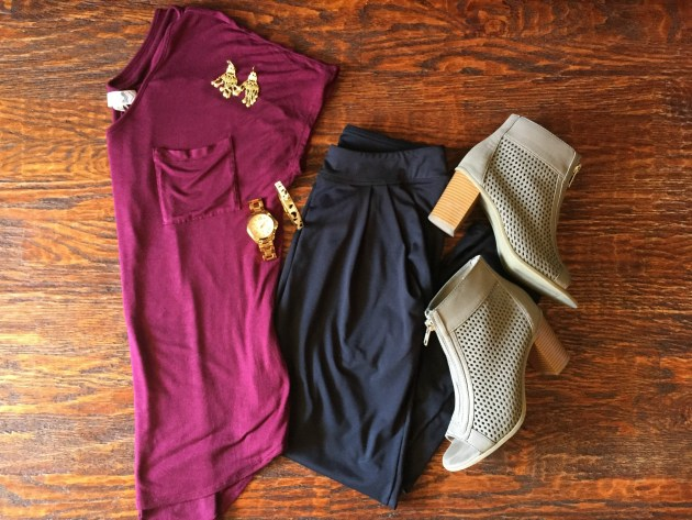 joggers-fall-outfit-tshirt-ankle-boots
