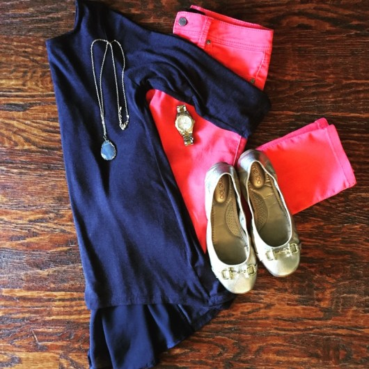 coral-jeans-navy-top-fall-outfit