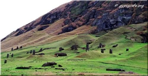 Rano Raraku and green slopes with Moai3