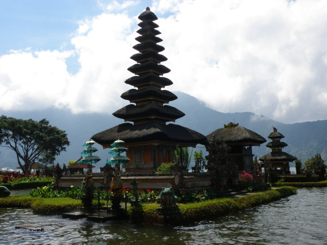 water temple bedugul bali lake