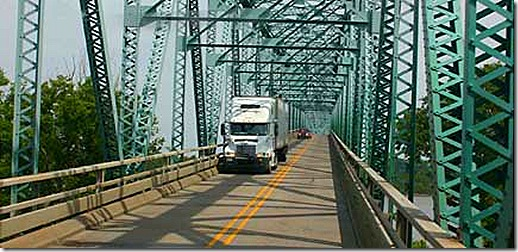 us 60 mississippi river bridge truck 2