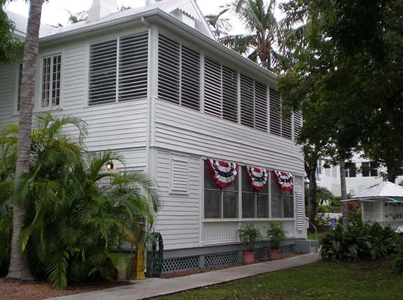 White Houce portico outside 2