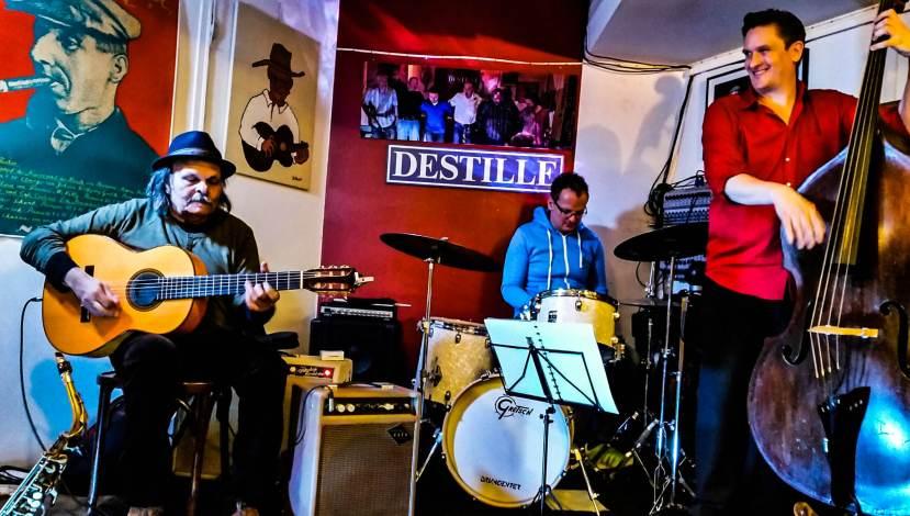 Dusseldorf, Germany, live music by the Meerstein Express at Destille Pub.