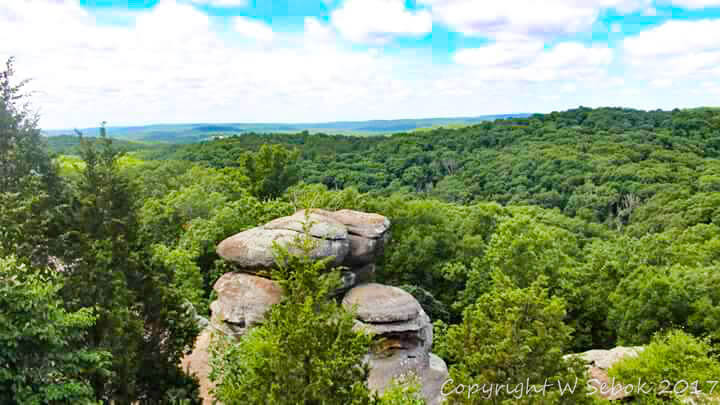 Rustic hideaway cabins near the gorgeous Garden of the Gods in the Shawnee National Forest of Southern Illinois.