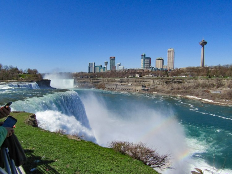 best place to see niagara falls for free