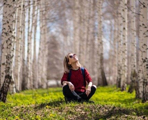 Elämän laatu nainen metsikössä
