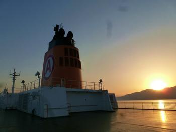 鹿児島湾航行中