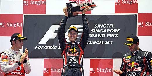 Vettel (centro) vence em Cingapura, mas Button frustra título antecipado