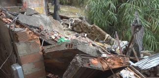 Dos niños lesionados deja colapso de casa en Campo Valdés