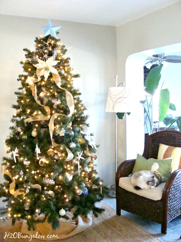 Easy to follow tutorial to decorate a Chrsitmas tree like the upscale department store do H2OBungalow.com