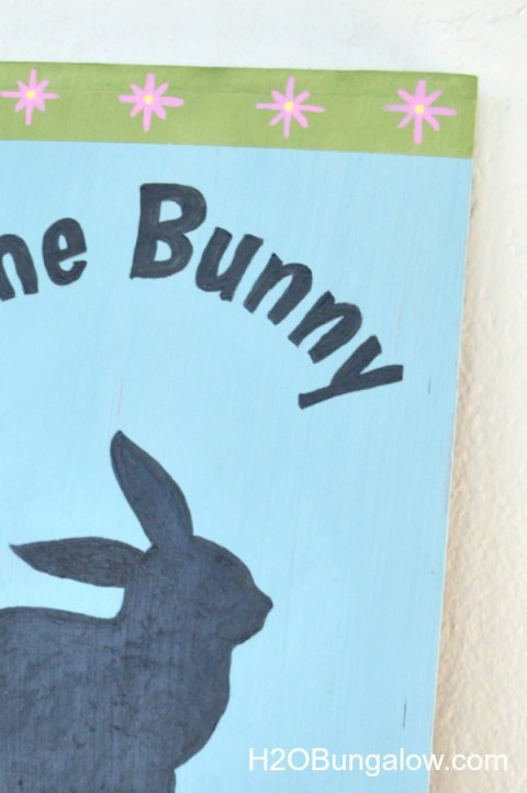 Flower detail on some bunny loves you sign by H2Obunaglow