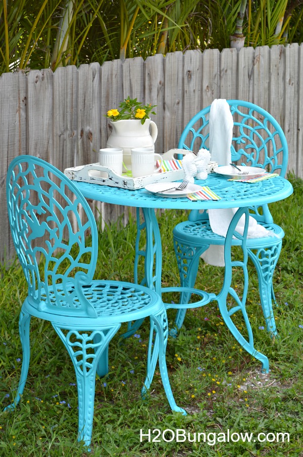 Rustoleum-Cafe-Table-Makeover-H2OBungalow