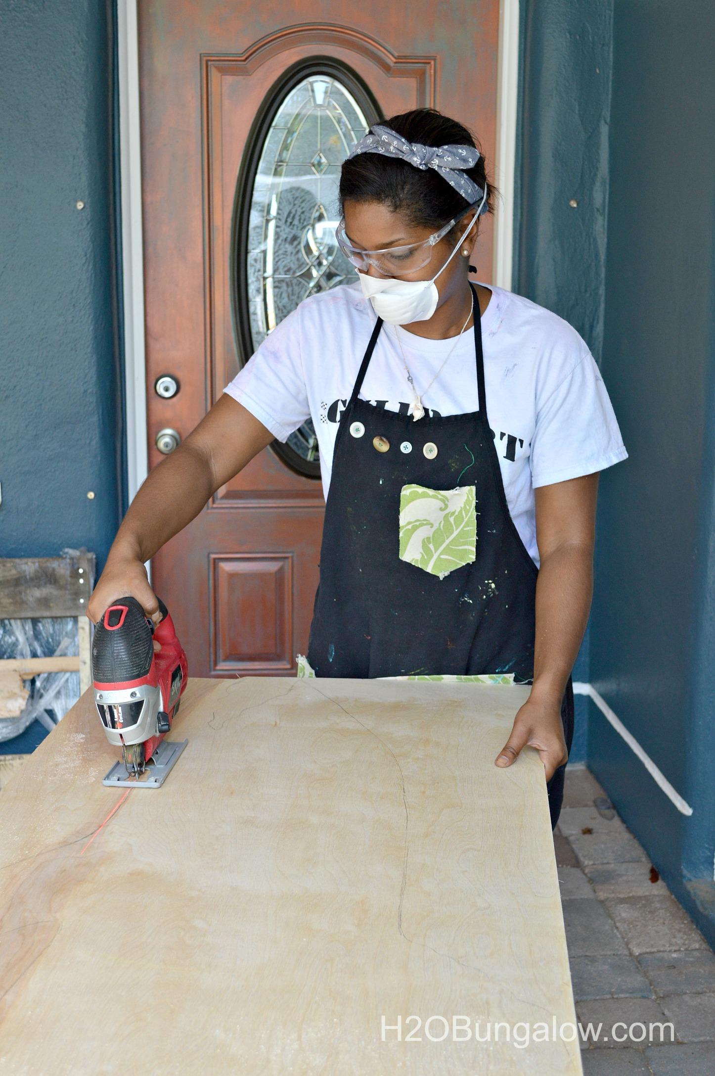 Cutting-wood-shark-H2OBungalow