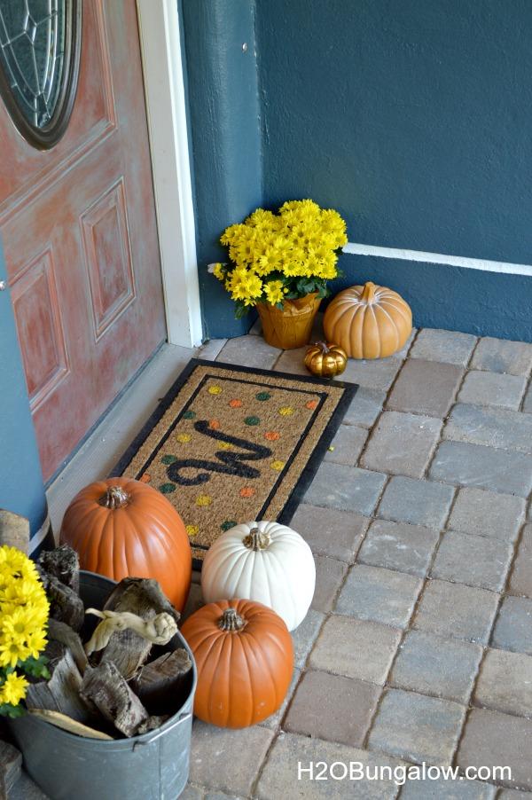 Fall-Front-Door-Vignette-With-DIY-Monogram-Doormat-H2OBungalow