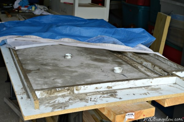 Dry-DIY-concrete-in-mold-H2OBungalow