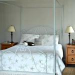 Painted-iron-bed-frame-with-tutorial-to-upcycle-an-old-metal-bed-frame-H2OBungalow