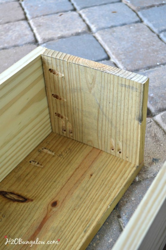 Free DIY plans to make a classic window box -H2OBungalow