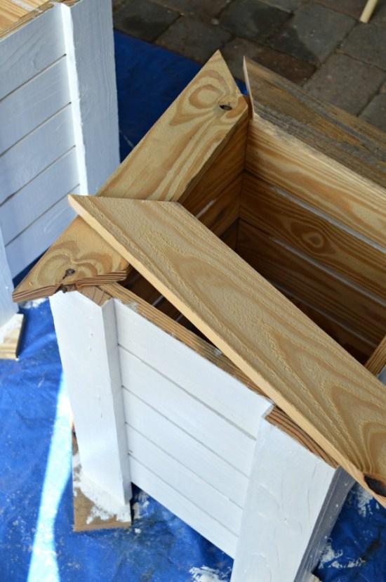Tutorial to make a Key West style DIY wood planter box