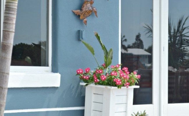 How To Hang Outdoor Wall Decor Without Nails H2obungalow