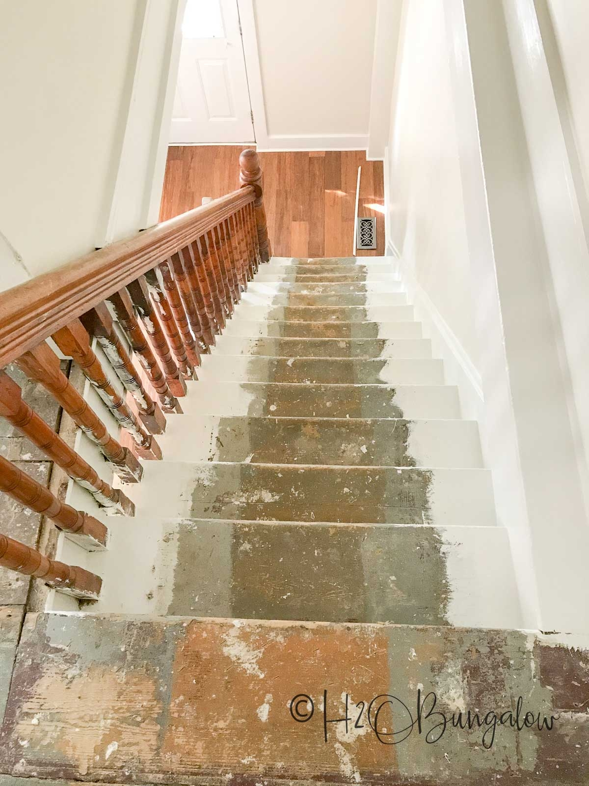 How To Install Carpet Runner On Stairs H2Obungalow | Carpet Runners For Stairs | Brown | Herringbone | Blue | Design | Wool