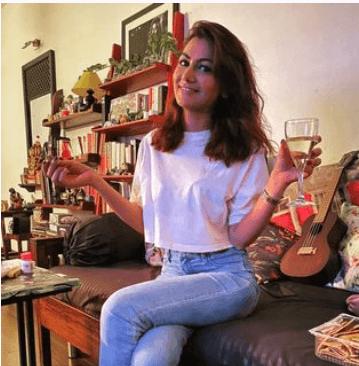 Biography of Sriti Jha