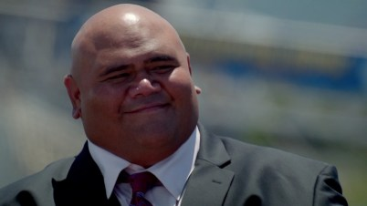 Even Kamekona got in on the blue suit action!