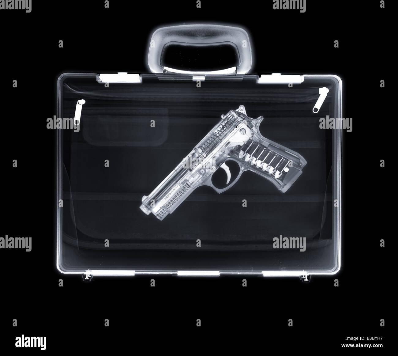 X-ray of a bag containing a gun Stock Photo