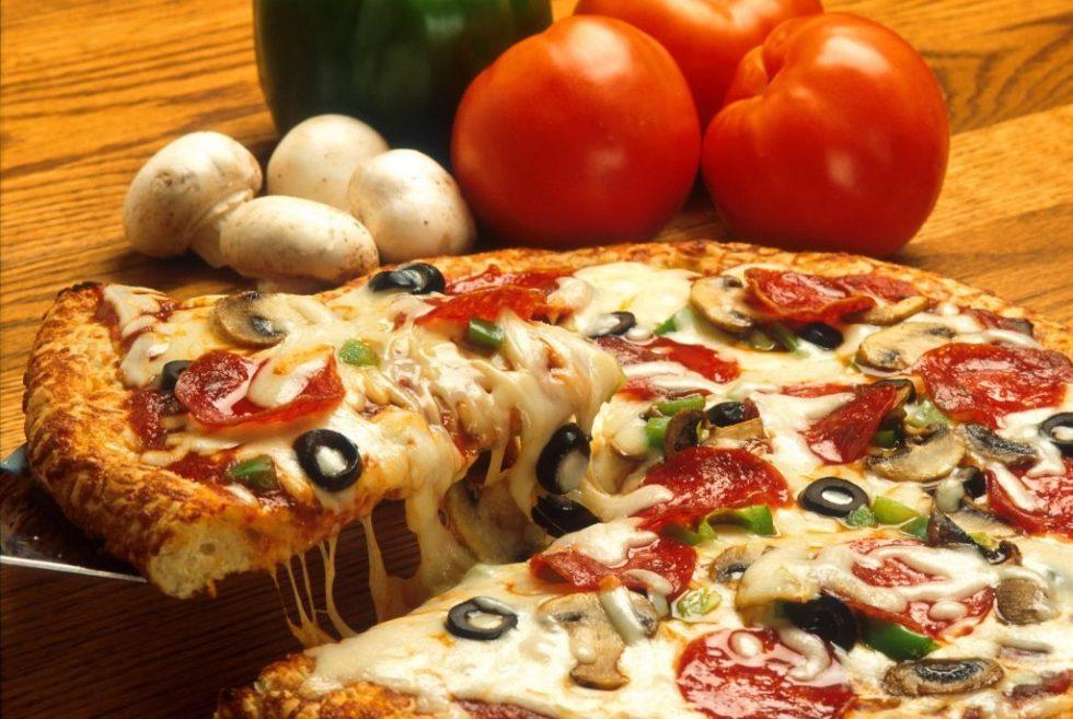 Heerlijke pizza uit pizzaoven - Haardhouttoppers.nl