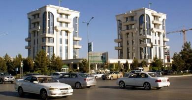 В Туркменистане запретили использовать автомобили не белого цвета