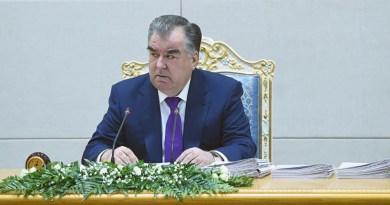"""Рахмон нашел """"виновных"""" в поднятии цен на Интернет"""