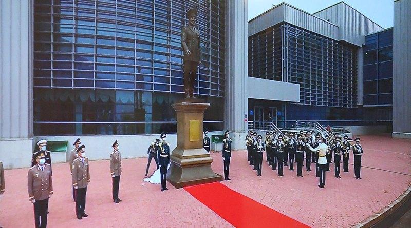 В Нур-Султане открыли монумент Назарбаеву